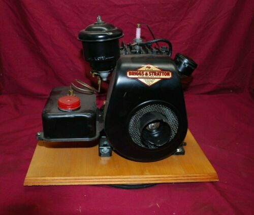 Briggs & Stratton Model WI With OIl Bath  Governor Gas Engine Motor