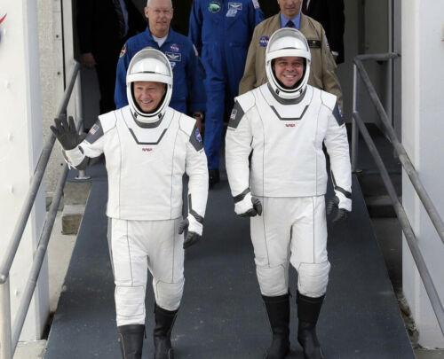 DOUGLAS HURLEY & BOB BEHNKEN SPACEX DEMO-2 NASA ASTRONAUTS 8X10 PHOTO PICTURE 2