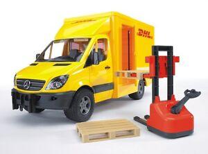 BRUDER® 02534   MB Sprinter DHL mit Handhubwagen & 2 Paletten, NEU & OVP