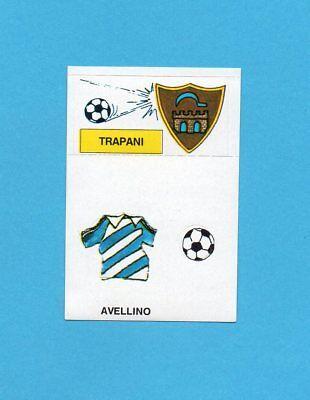 CALCIO 1988-EUROFLASH-Figurina-SCUDETTO/BADGE-TRAPANI+MAGLIA AVELLINO-NEW image