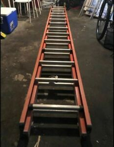 Fiberglass extension Ladder 28'