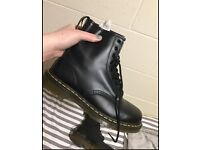 SIZE 6, BLACK DR MARTENS LACE UP BOOT