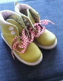Miss Fiori boots size c7