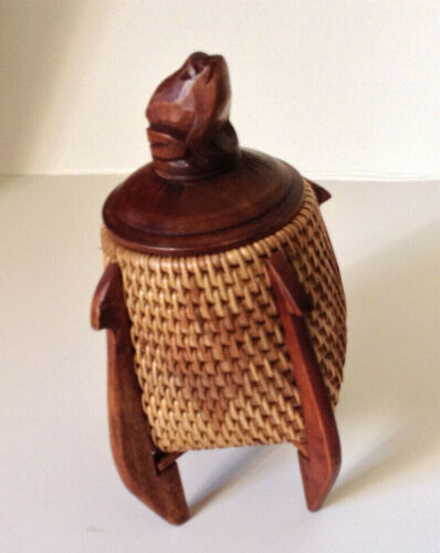 Vintage wooden hand carved frog woven basket box ooak! Gift quality!