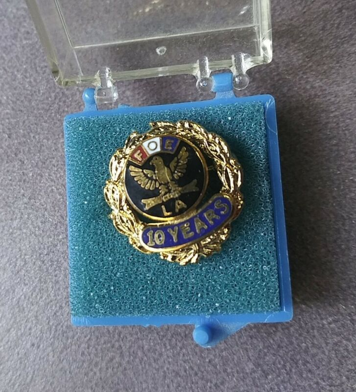 Vintage FOE Fraternal Order of Eagles LA Lapel 10 Year Pin in Original Box