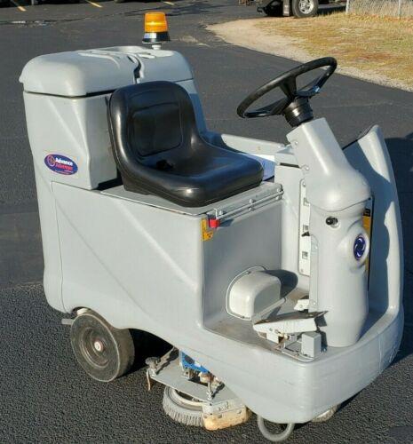 Advance Avenger Smart Solutions  Advenger 2810D  floor scrubber Cleaning Machine