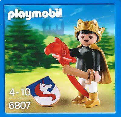 6807 - Enfant chevalier avec son jouet cheval