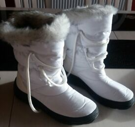 Ladies Winter Boots size 5 white material and faux fur trim