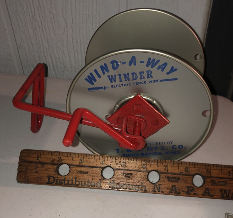 RARE 1957 NEW OLD STOCK Vintage ELECTRIC FENCE WINDER WIND-A-WAY USA IOWA