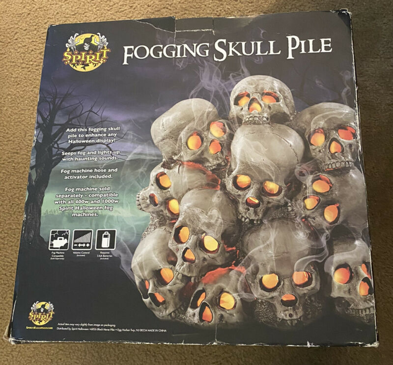Spirit Halloween Fogging Skull Pile Halloween Prop Sound Effects, Lights, *RD*