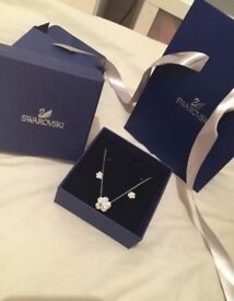 Swarovski crystal honey bee necklace and earring set