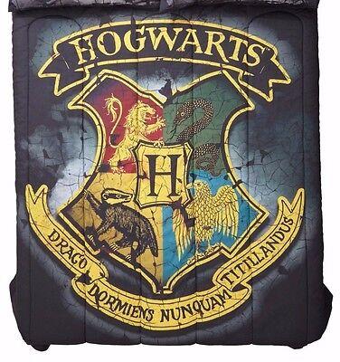 Harry Potter Distressed Hogwarts Crest 81  X 86  Full Queen Comforter New
