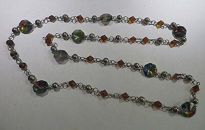 Collier plaqué argent avec perles, éléments bruns ciselés et 8 pièces en verre c