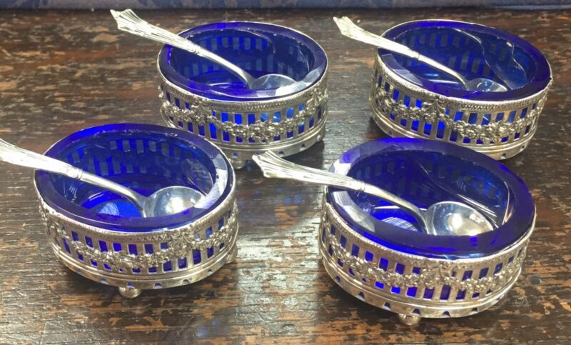 Fabulous Set Of 4 Antique Silver Salt Cellars Complete With Blue Liners & Spoons