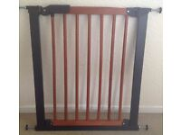 WOODEN BABY / SAFETY GATE WITH PRESSURE FITTINGS (MOTHERCARE) - very good condition!