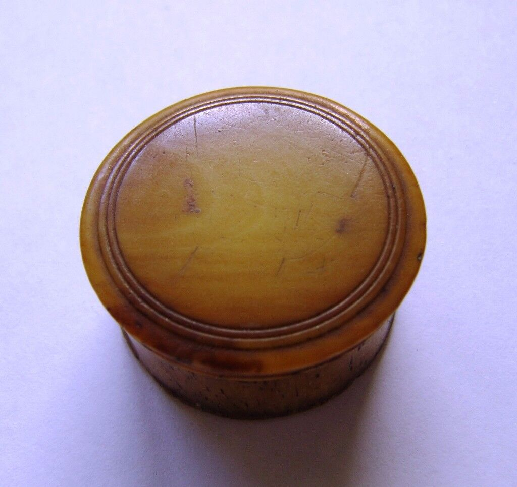 Small cylindrical bone snuff box