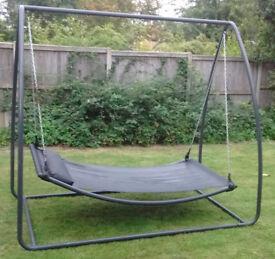 Large stand-alone hammock
