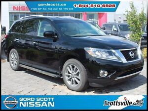 2014 Nissan Pathfinder SV 4WD, Heated Cloth, Power Hatch, Clean