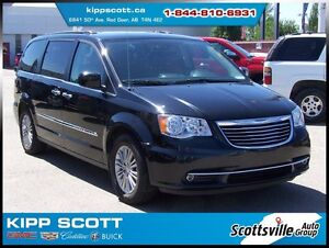 2016 Chrysler Town & Country Touring, Dual Screen DVD, Leather