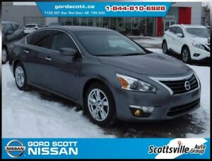 2014 Nissan Altima 2.5 SV, Cloth, A/C, Bluetooth, Sunroof, Nav