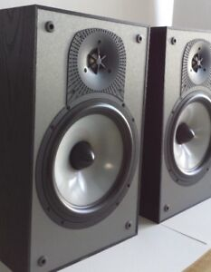 Paradigm Monitor 3 v4 - with stands