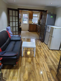Massive Double Room with Bills Next to East Ham Station £600