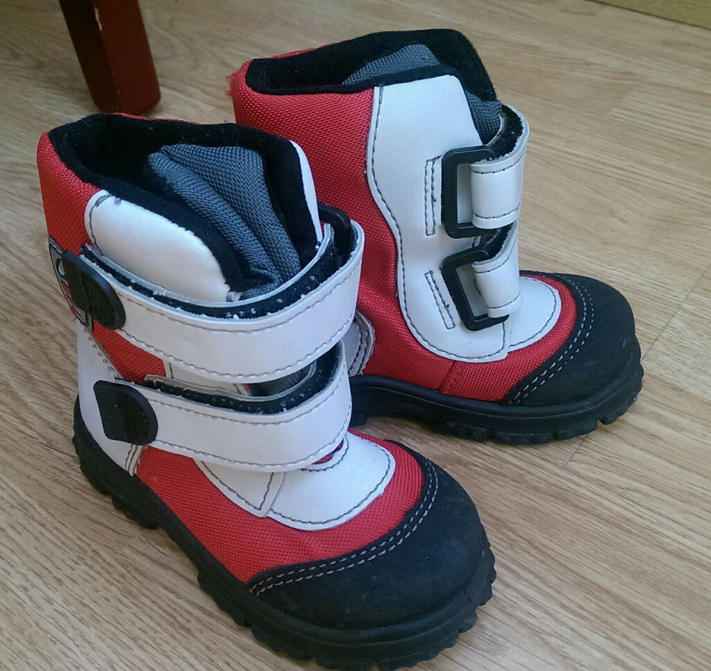 Toddler winter boots size 22 (around 4-5UK inf)
