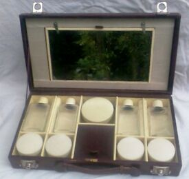 A 1920'S LEATHER ,TRAVELLING VANITY CASE, CONDIMENT SET BY MAYLOR LONDON