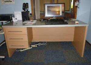 Free Desk large solid laminated reception style