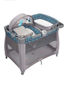Evenflo Arena 4 in 1 Baby Suite Playard.     limsy