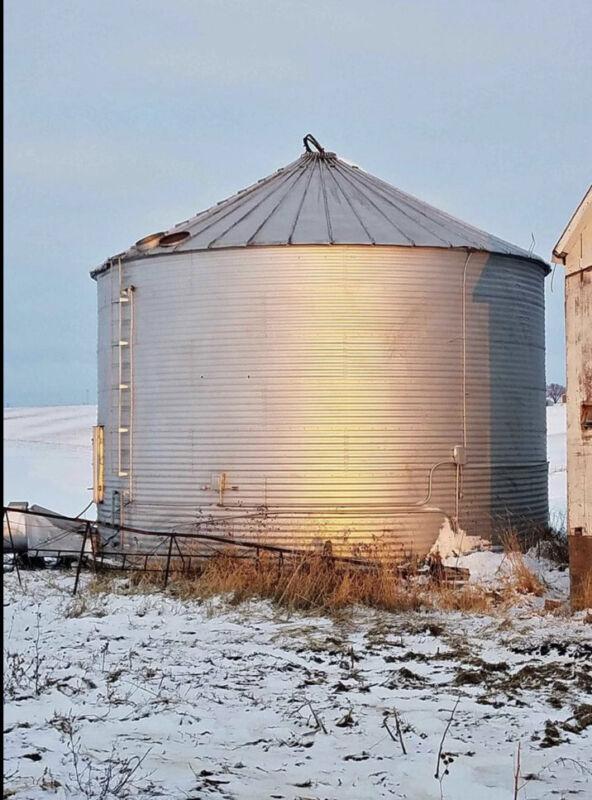 Grain Bin 30' Diameter 7 Rings (dismantled)