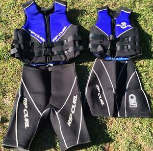 2 x Rip Curl Life Jackets & Wet Shorts + SKITECH Life Jacket +++ Bright Alpine Area Preview