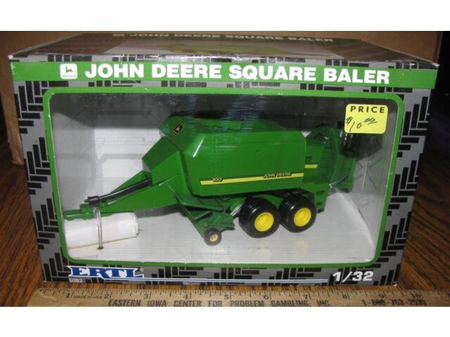 John Deere 100 Large Square Hay Baler Ertl 1/32 T