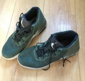 Basketball boots: Jordan Academy size UK 8.5