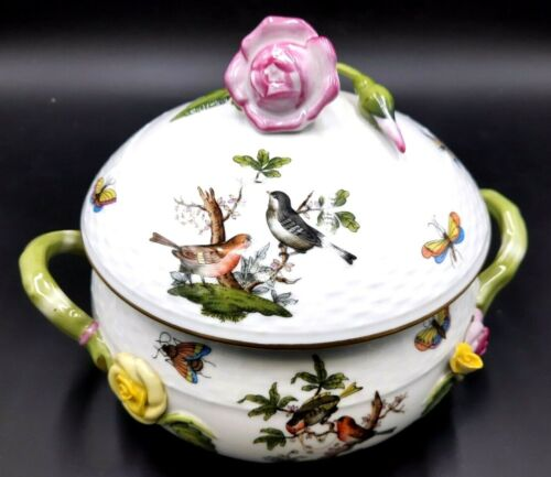 Herend Porcelain Rothschild Bird porcelain bean pot and Lid with Finial