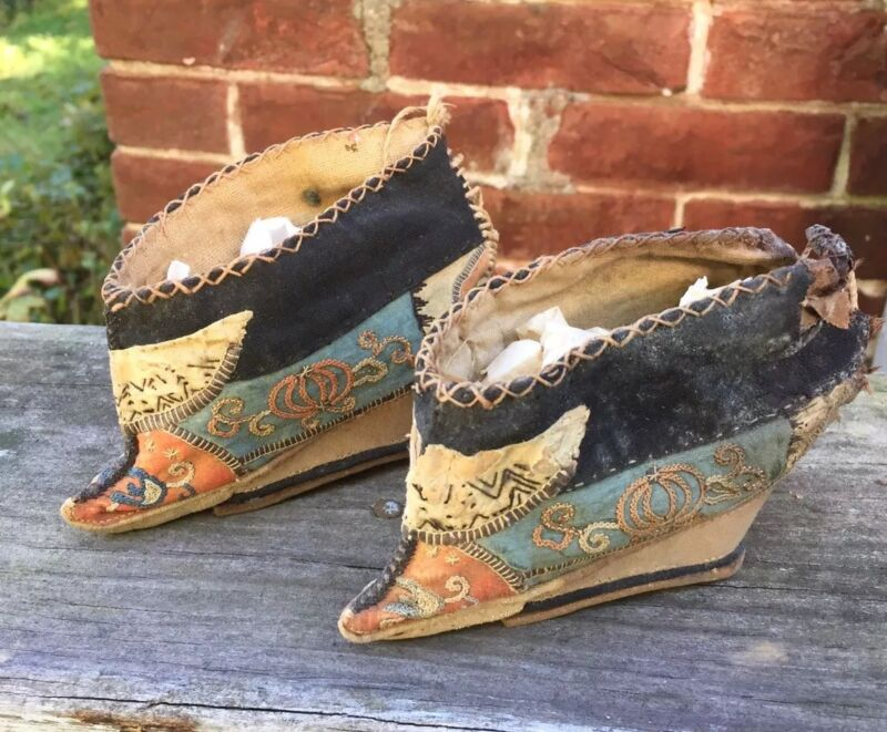 ANTIQUE Chinese Foot Bind Bound Feet Lotus Shoes Handmade Hand embroidery