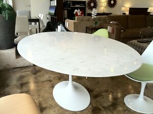 78 034 Oval Carrara Marble Saarinen Tulip Table Cast