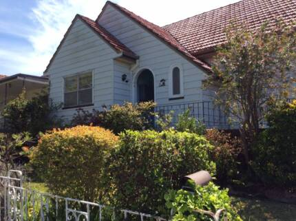 Three bright, sunny rooms available in student share property
