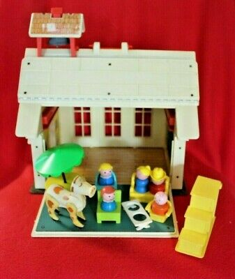 VITG 1971 FISHER PRICE LITTLE PEOPLE PLAY FAMILY SCHOOL HOUSE WITH ACCESSORIES