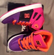 BRAND NEW IN BOX - DC Youth Rebounds Sz- 2 (21cm foot) $40 Chain Valley Bay Wyong Area Preview