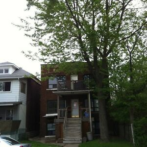 2 BDRM APT $725 INCLUSIVE - NEAR GROCERY STORES - WINDSOR AVE