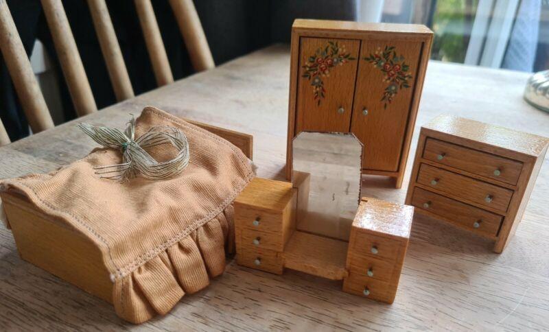 Vtg 50s PRETTY Barton Dolls House Bedroom set wardrobe drawers dresser linen