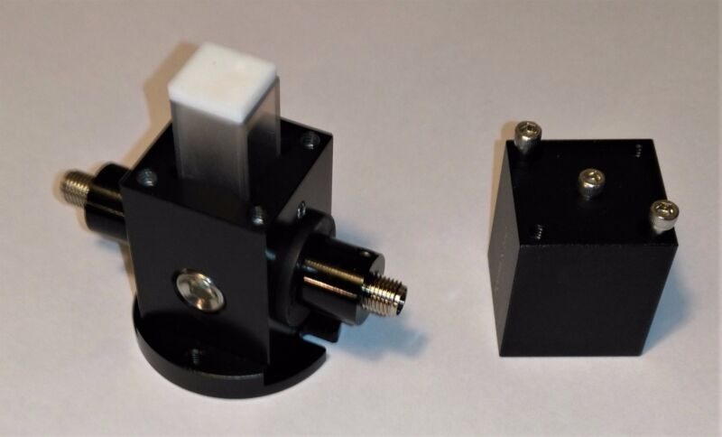 Light-tight Cuvette Holder/Housing with Two SMA 905 Fiber Adaptors