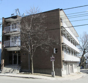 Fully furnished apts, close to vendome metro, wifi, monthly West Island Greater Montréal image 1