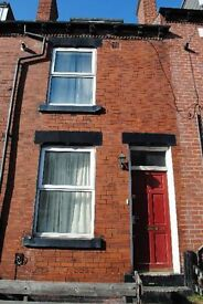 3 bedrooms in Carberry Place, Leeds, LS6 1QJ