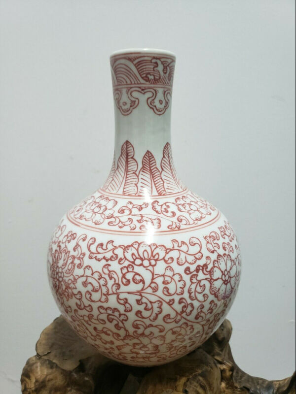 Chinese Red And White Porcelain Vase Official Kiln--Made in Modern Times