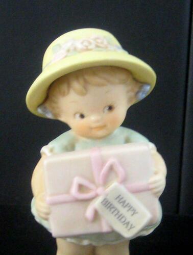 Enesco Memories of Yesterday BIRTHDAY GIRL HOLDING PRESENT 135216 1994