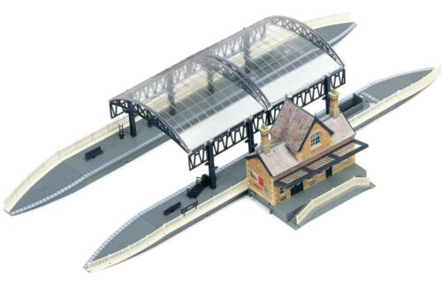 HORNBY R8009 STATION TERMINUS & BOOKING HALL KIT OO 00 GAUGE - BRAND NEW