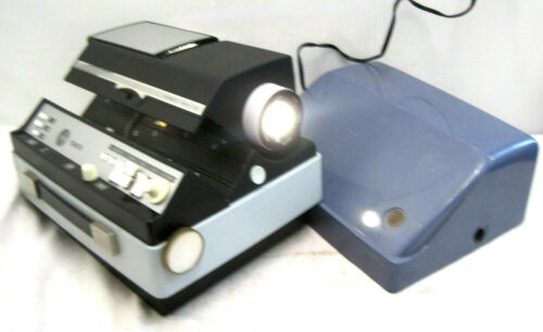 VINTAGE SEARS TOWER AUTOMATIC 500 - MODEL 9888 SLIDE PROJECTOR