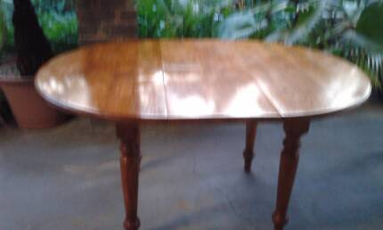 DINING TABLE TIMBER EXTENDABLE with Colonial Style Carved Legs